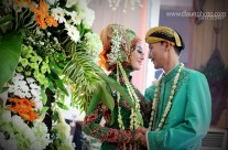 Best of Daun Photo: Foto Couple Wedding Nuansa Jawa Islam